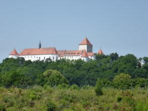 1280px-SchlossWörth