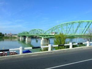 1280px-Komárom,_pohled_na_most_přes_Dunaj