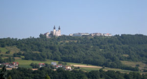 Maria_Taferl_and_parts_of_Marbach_seen_from_Krummnussbaum_20100712